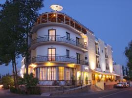 Crown Inn Hotel, hotel near Mevlevi Tekke Museum, Nicosia