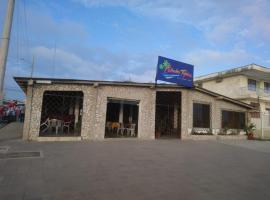 Hostal La Cabaña Típica, hotel em Playas