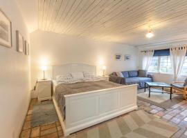 Torekov Guest House, hotel in Båstad