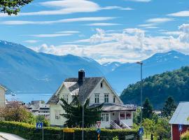 Fjord View Apartment, hotel in Stranda
