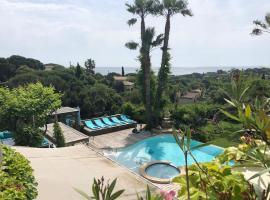 villa Cocoa Saint-Tropez, vue mer , 6 chambres, a 400 m de la plage, hotel with jacuzzis in Saint-Tropez