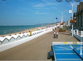 Appart Deauville-Villers sur Mer 2 pieces 4 pers 100 m environ de la plage, budget hotel in Villers-sur-Mer