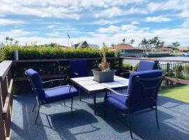 Bribie Island Canal Holiday Destination!, hotel in Bongaree