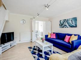 Stunning 3 bed 3 bath Contractor House in Luton!- Free Parking Close to M1 & LLA, by Jesswood Properties, apartment in Luton