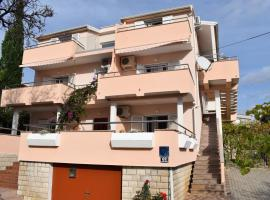 Apartmani Katica, self catering accommodation in Novalja