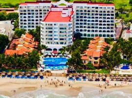 VILLA PARA 5 Personas 4 adultos y 1 Menor En HOTEL TSORO IXTAPA WIFI GRATIS, hotel en Ixtapa