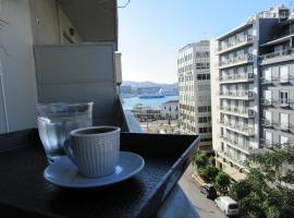 ΜΕ ΘΕΑ ΤΟ ΛΙΜΑΝΙ, pet-friendly hotel in Piraeus