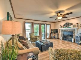 Family Condo Steps to Lake, Boat Slip Access!, apartment in Hot Springs