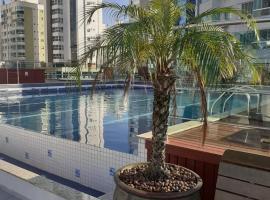 NOVO Apto próximo da praia, hotel with pools in Balneário Camboriú