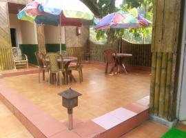 Akarshan Bono bunglow, hotel in Lataguri