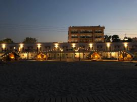 Hostel Cazino Nord Rooms & Glamping, hostel in Mamaia