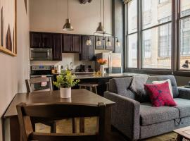 Bright Strip District Apts with Wifi by Frontdesk, apartment in Pittsburgh