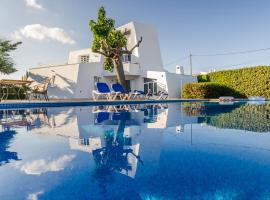 STARBAL Love Suites, pet-friendly hotel in Es Castell