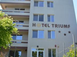 TRIUMF, hotel in Costinesti