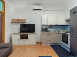 Top central apartments, hotel in Pula