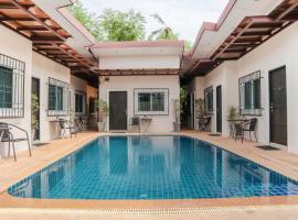 OYO 1064 Pai Non Village, hotel near Phuket Seashell Museum, Phuket Town