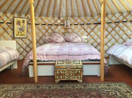 Yourtes Lacroutz, luxury tent in Nassiet