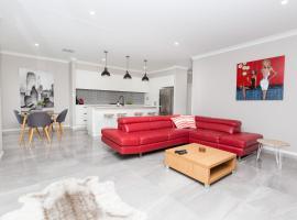 Best Central Wagga Townhouse, hotel near National Art Glass Gallery, Wagga Wagga