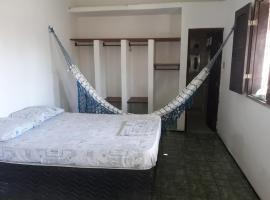 Paracuru Surf Rider Hostel, guest house in Paracuru