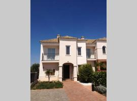 Lovely House in Golf Club Andalucia, casa o chalet en Arcos de la Frontera