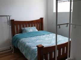 DIANELLA Budget Rooms Happy Place to Stay & House Share For Long Term Tenants, guest house in Perth