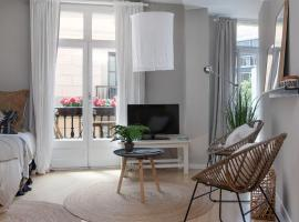 Plum Guide - The Rustic Mirador, apartment in Barcelona