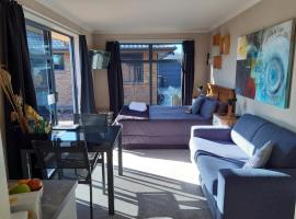 Modern BNB unit with Wifi and Breakfast, B&B in Greymouth