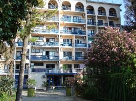 2-х местный номер санатория Морская звезда, отель в Лазаревском, рядом находится Парк Культуры и Отдыха