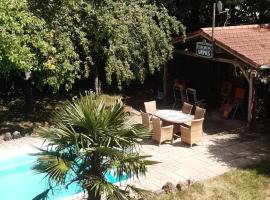Neu gebaute Ferienwohnung Huber mit Privatpool, Ferienwohnung in Neuweiler