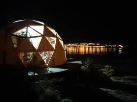El Calafate Domos vistas al lago, capsule hotel in El Calafate