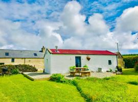 Red Roof Lodge, vacation home in Creagh