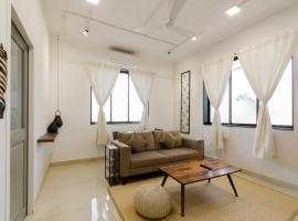 1BHK - Bandra - Earthy - The Bombay Home Company, self catering accommodation in Mumbai