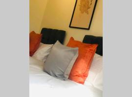 City Centre, Secure Parking, Twin Room & Double, hotel in Reading