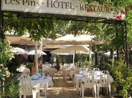 Les Pins restaurant et chambre d'hôtes, hotel near Barbaroux Golf Course, Sillans-la Cascade