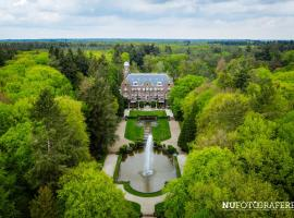 Kasteel De Hooge Vuursche, hotel near Soestdijk Palace, Baarn