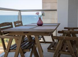 Beach apartment - Barcelona city - includes Free Parking, hotel with jacuzzis in Barcelona