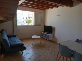Appartement bord de mer climatisé, beach hotel in Saintes-Maries-de-la-Mer