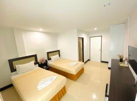 Polkadot Hostel, hotel in Phitsanulok