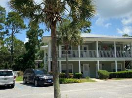 Condo w Pool near beaches, dining, shopping, etc, serviced apartment in Gulf Shores