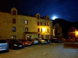 Apartamentos Casa Patro, hotel cerca de Peña Telera, Tramacastilla de Tena