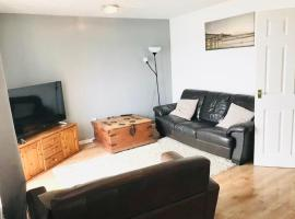 A cosy 2 bedroom apartment with a waterfront view, hotel in Cardiff