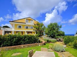 Santa Maria Villa Sleeps 4 with Air Con, villa in Santa Maria di Castellabate