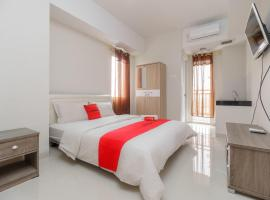 RedDoorz @ Apartemen Green Lake View Cimanggis, apartment in Jakarta