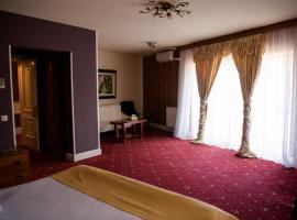 Hotel Castel, отель в городе Рымнику-Вылча