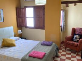 Casa Rural Hotel La Placeta AYORA, country house in Ayora