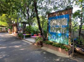 พลอยรีสอร์ท, resort in Ang Thong