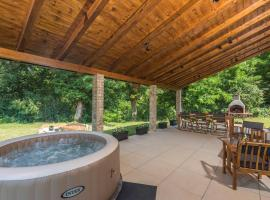 Holiday House Nono with Whirlpool, hotel in Pazin