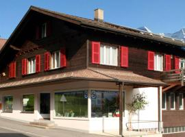 Chalet Lilo 2 Zimmer Wohnung mit Balkon Top Aussicht auf Eiger, Mönch und Jungfrau, hotel in Beatenberg
