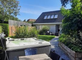 Holiday Home de witte raaf with garden and hottub, villa in Noordwijk aan Zee