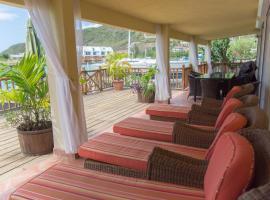 Just WOW Modern Waterfront Beach House, Sleeps 8, villa in Jolly Harbour